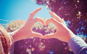 Hands heart-shaped slideshow background picture